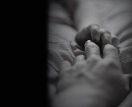 Il tocco e l' empatia per il dolore aumentano la sincronia tra le risposte fisiologiche delle coppie di innamorati.